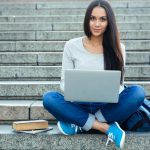 Será que sabe quais os principais benefícios dos encontros online?